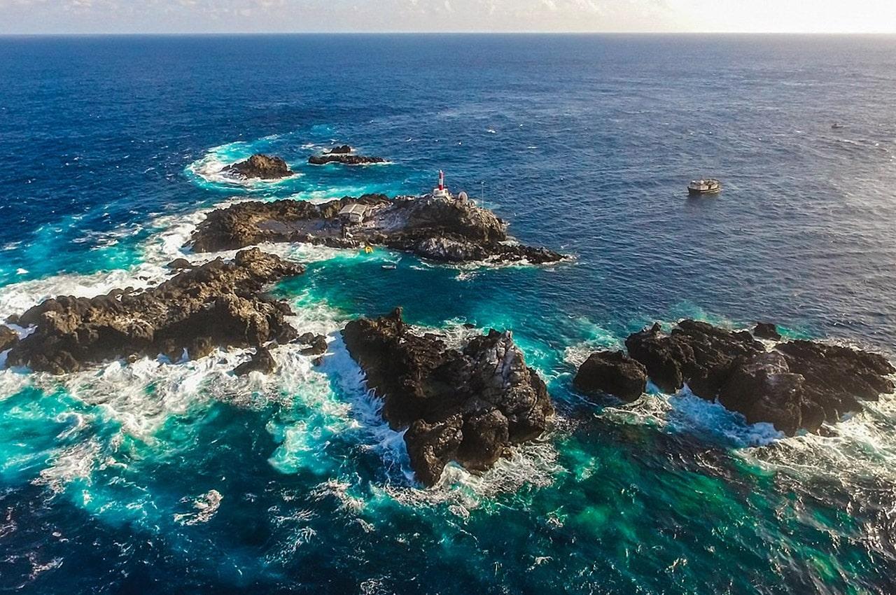 ilha brasileira perto da áfrica