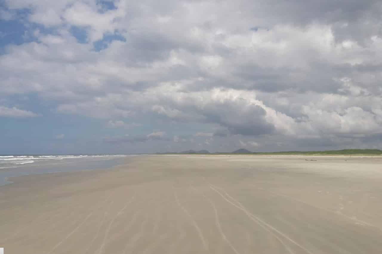 Praia deserta Superagui