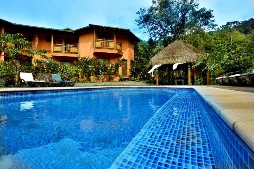 Pousada em Ilhabela com piscina