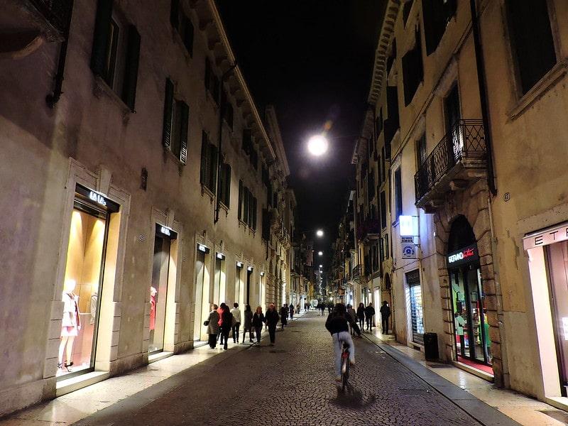 Rua de compras em Verona